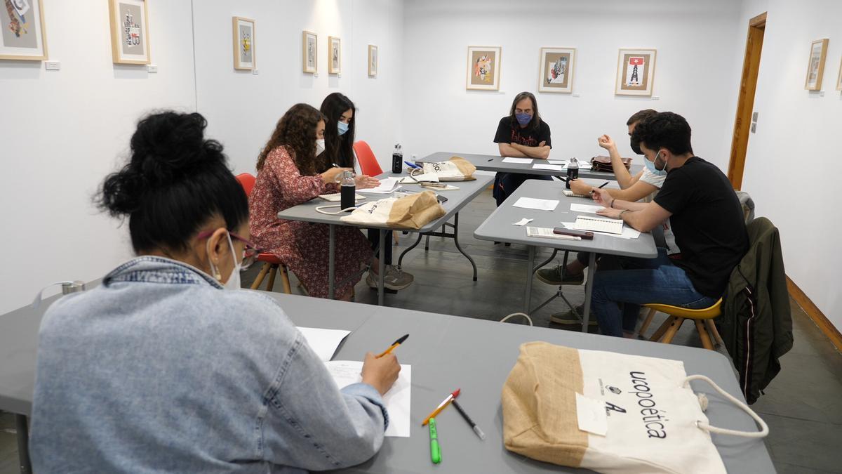 Seminario de Ucopoética en la sede de Ucocultura