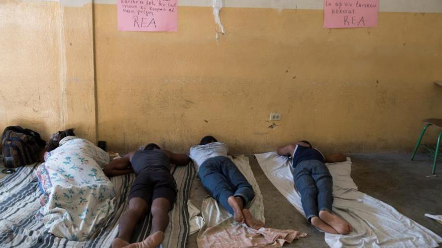 Trasladan al hospital a 8 jóvenes haitianos en huelga de hambre contra Moise