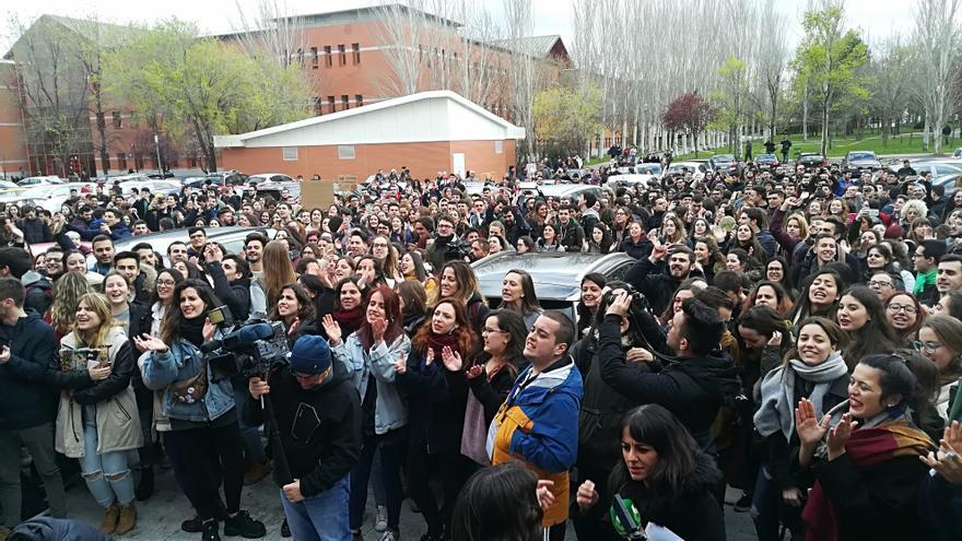 Los estudiantes de la URJC exigen la dimisión de Cifuentes en el campus de Vicálvaro.