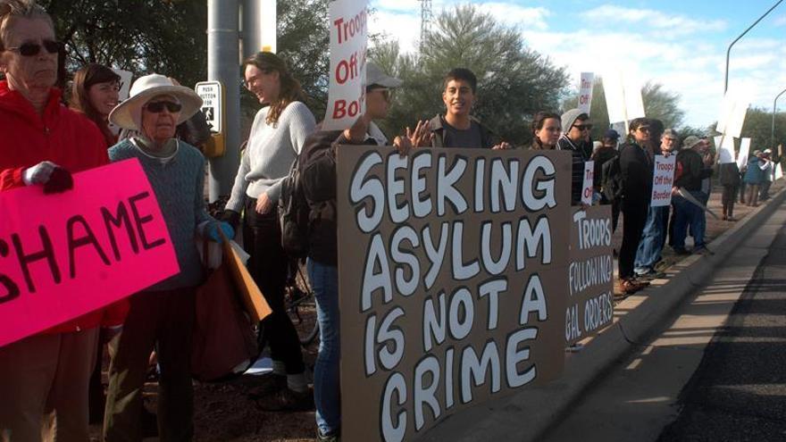 Activistas proinmigrantes piden retirar las tropas de la frontera sur de EE.UU.