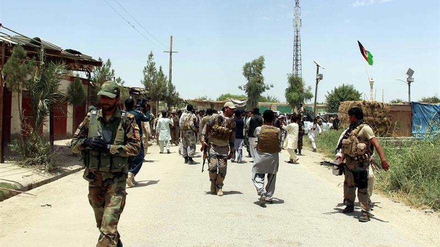 Un bombardeo de EEUU mató por error a 16 policías afganos, según las autoridades