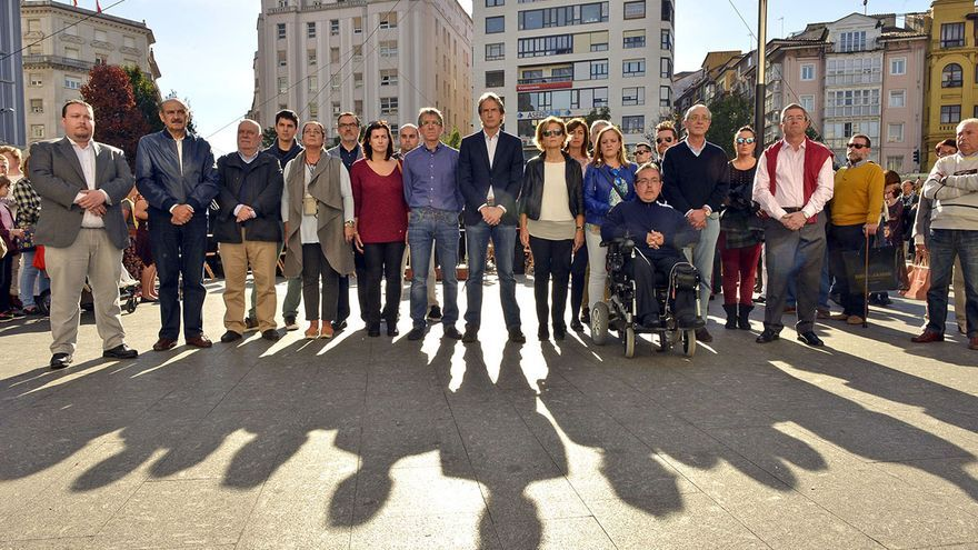 Concentración silenciosa en la Plaza del Ayuntamiento de Santander
