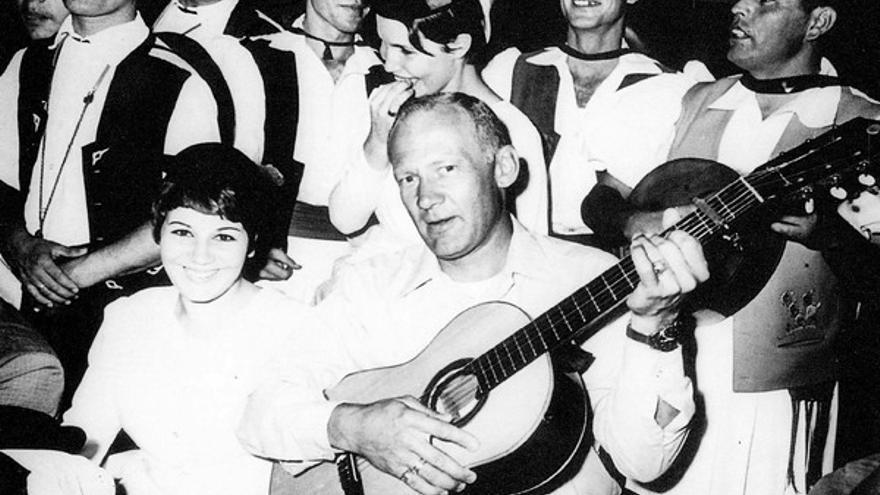 Aldrin en una de las fiestas que les ofrecieron.