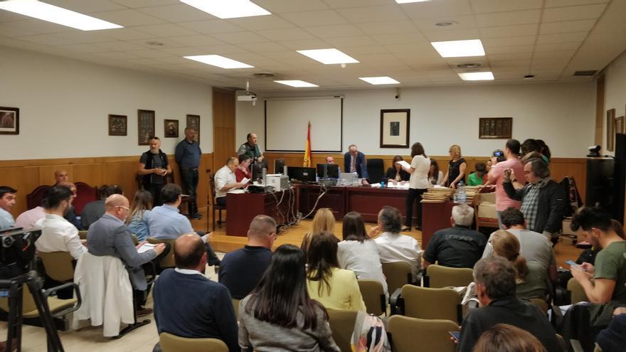 Escrutinio oficial de votos en la Junta Electoral de Zona de León