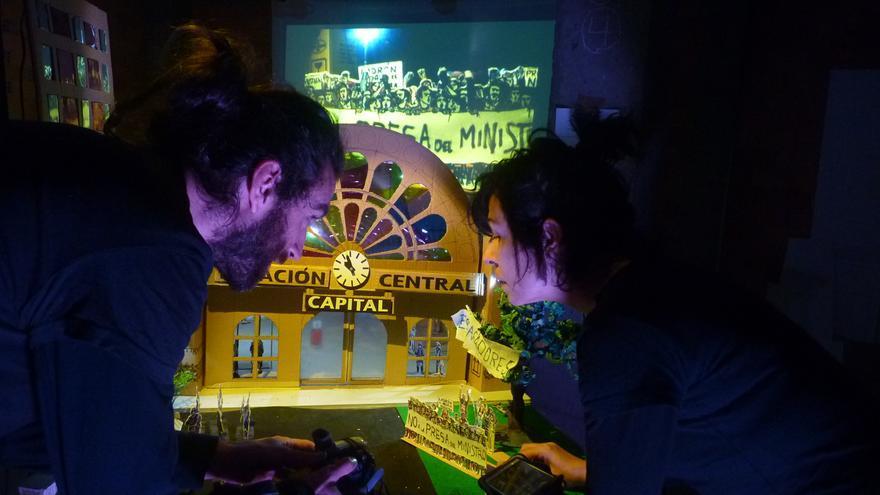 CinemaSticado propone una historia de intriga creada en vivo y en directo sobre el escenario.