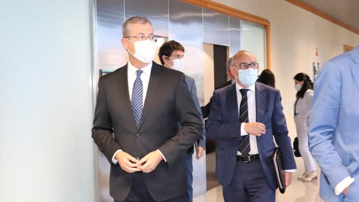 Markel Olano, Unai Rementeria y Ramiro González, este jueves en Vitoria