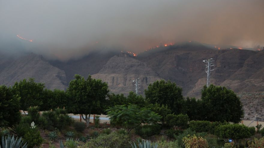 El incendio se aprecia desde Santa Lucía