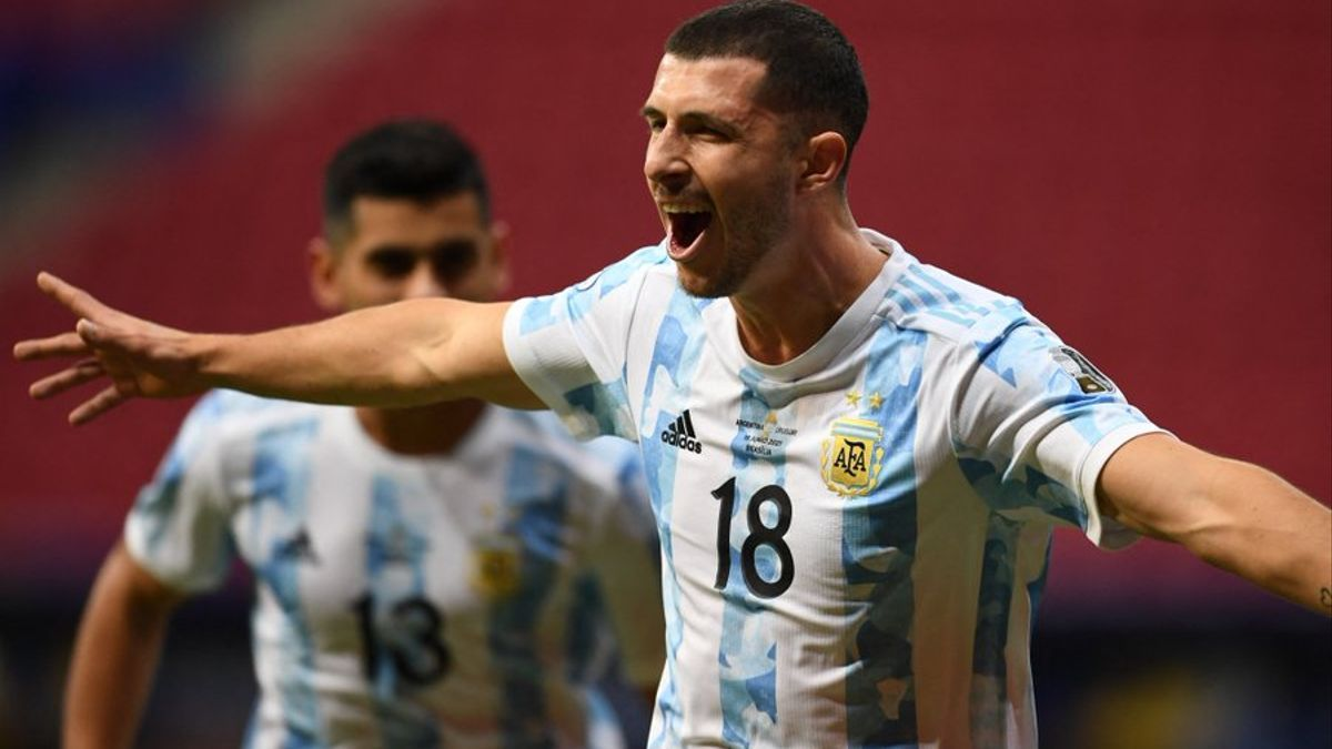 Guido Rodríguez festeja su gol ante Uruguay.