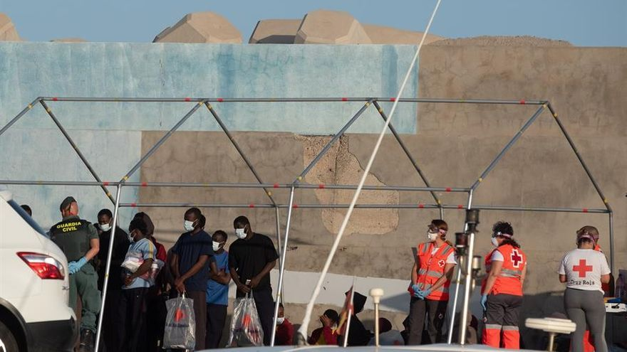 Migrantes llegados a Fuerteventura en patera el martes 26 de mayo