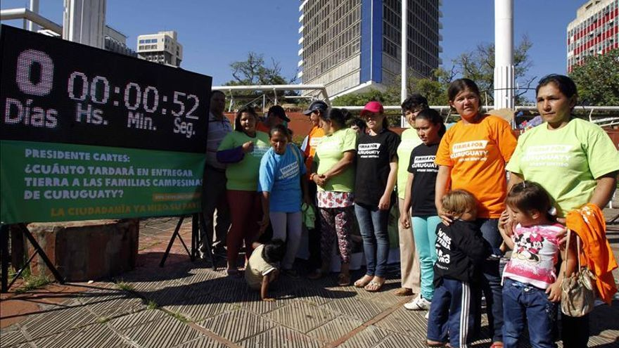 Recogen 37.574 firmas para pedir reparto de tierra a campesinos en Paraguay