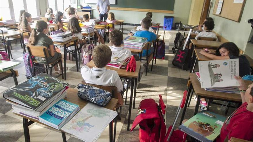 El aumento de alumnos por clase es 5 veces superior en la educación pública