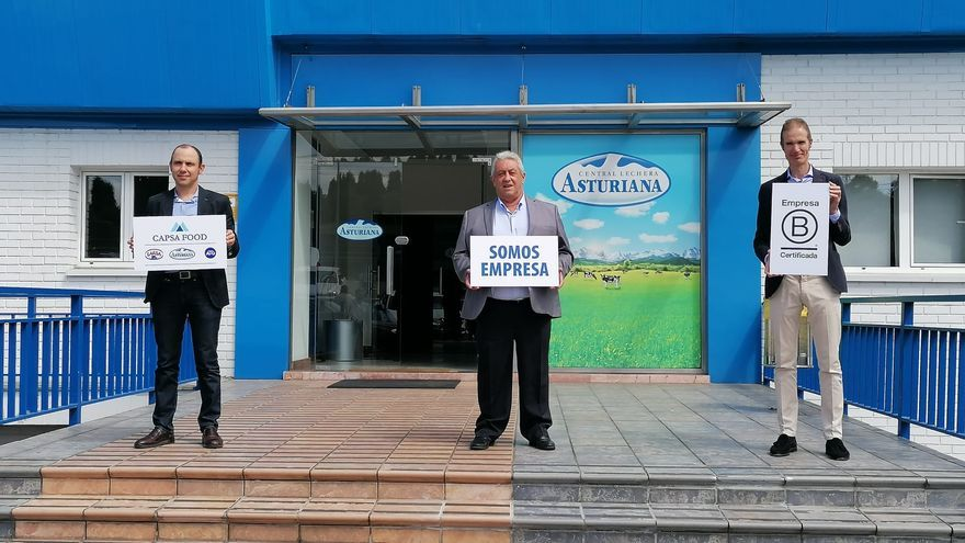 El  Presidente de Central Lechera Asturiana SAT, Alberto Alvarez, el Presidente de CAPSA FOOD, Bertino Velasco y el Director General de CAPSA FOOD, José Armando Tellado.