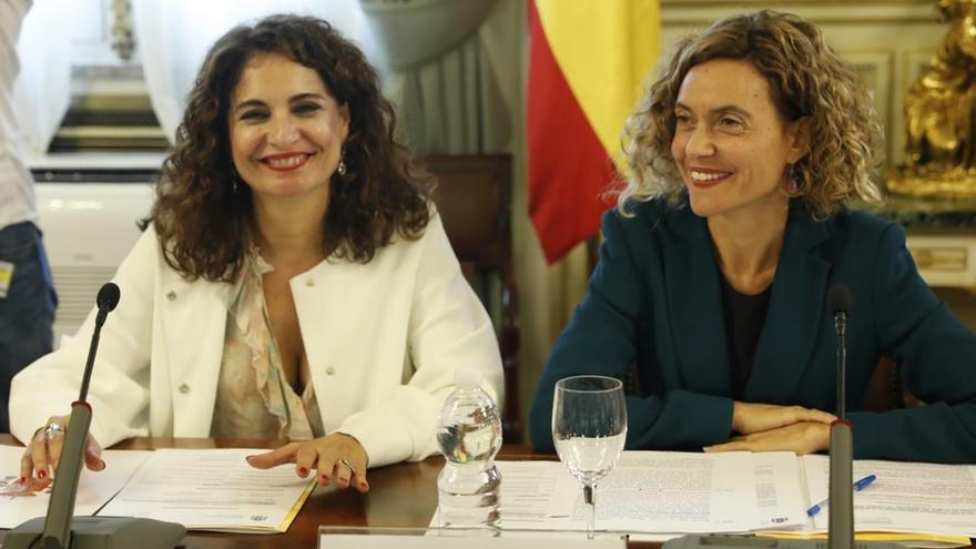 El Gobierno promete flexibilizar la regla de gasto y ampliar el destino de la reinversión del superávit municipal