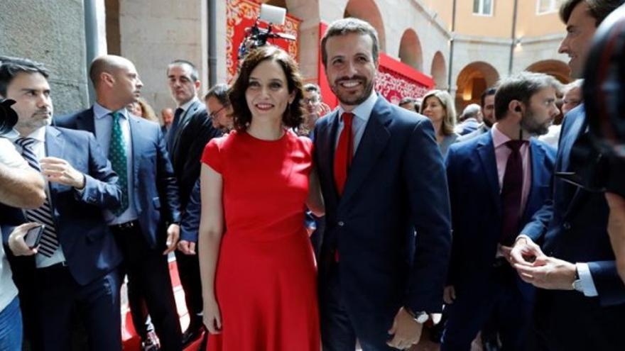Isabel Díaz Ayuso en su toma de posesión junto a Pablo Casado. EFE