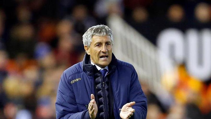 El entrenador de la UD Las Palmas, Quique Setién durante el partido de Liga de Primera División que Valencia CF y UD Las Palmas en el estadio de Mestalla, en Valencia. EFE/Kai Försterling