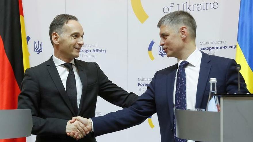 Maas llama a Rusia a cumplir sus obligaciones en Donbás antes de la cumbre de París