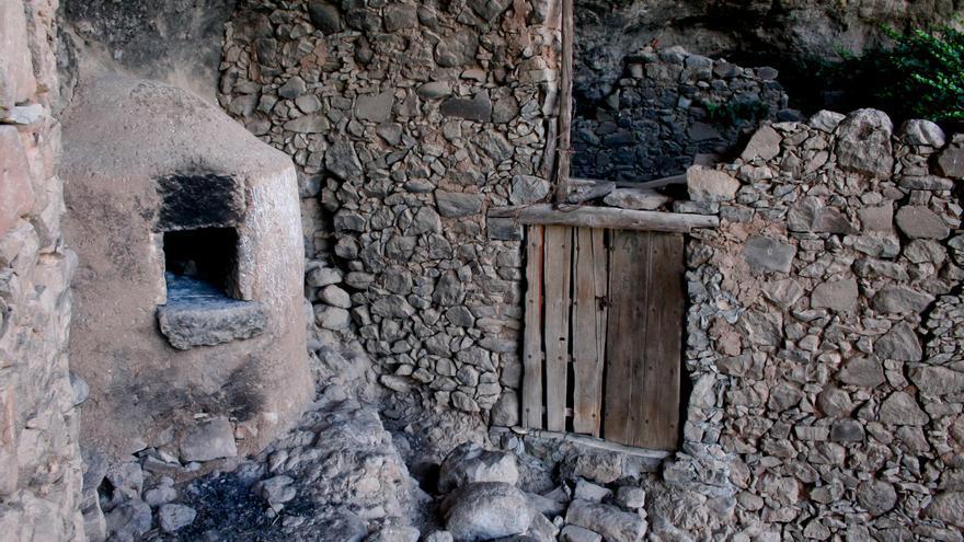Horno y antiguo corral en Barranco Hondo.