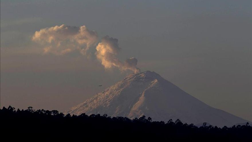 Reabren el parque nacional al bajar la actividad del volcán Cotopaxi en Ecuador