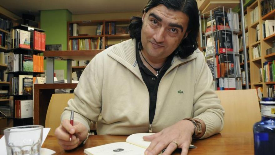 El poeta Antonio Manilla gana el Premio Poesía Generación del 27