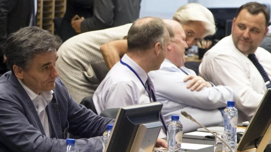 El ministro de Finanzas griego, Euclid Tsakalotos, espera al inicio de la reunión del Eurogrupo el sábado 11 de julio. / Michel Euler AP Photo