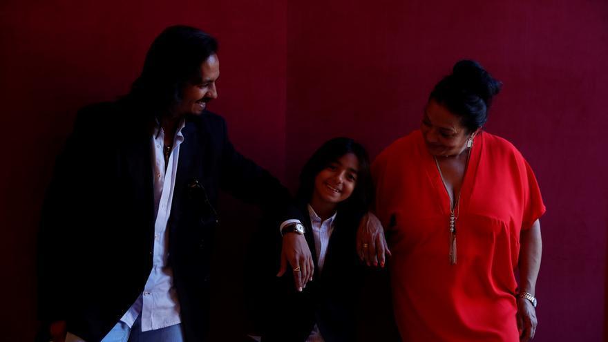 """Farruquito con su familia y amigos """"hippytanos"""": """"Bailamos como somos"""""""