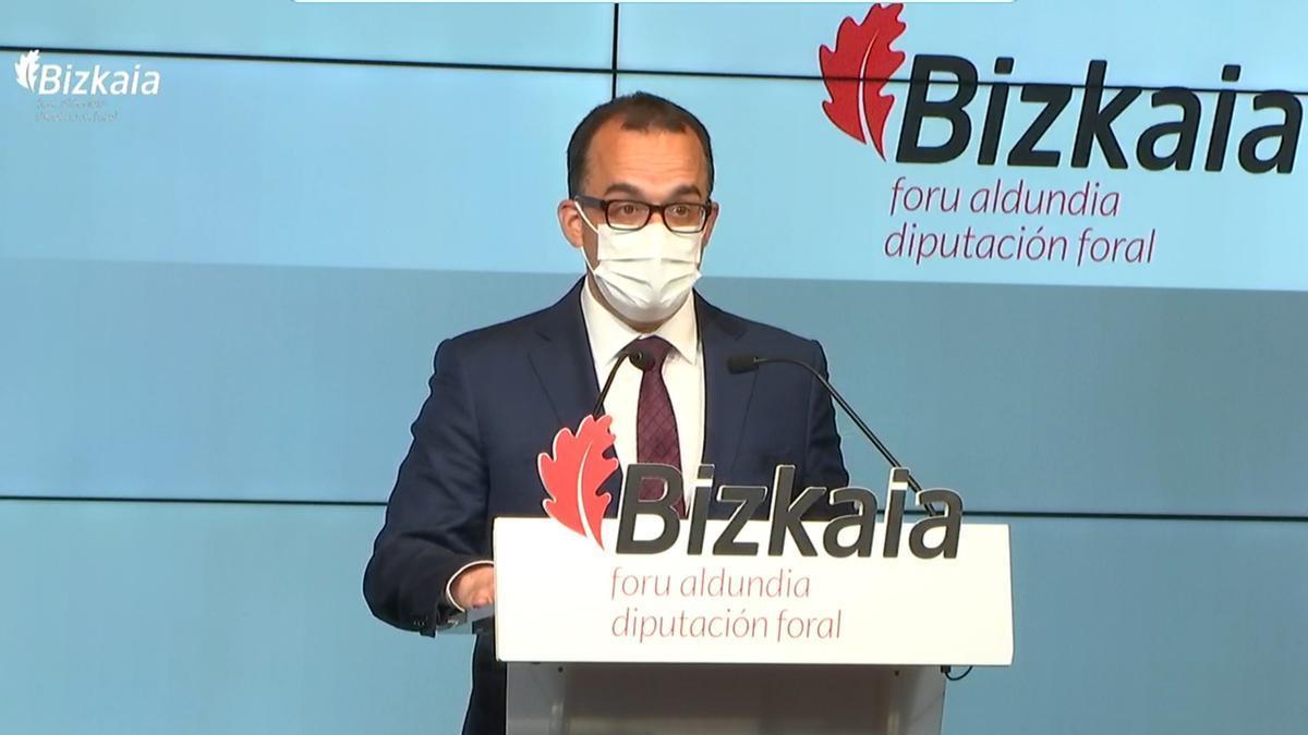 El diputado de Acción Social de Bizkaia, Sergio Murillo, en rueda de prensa.