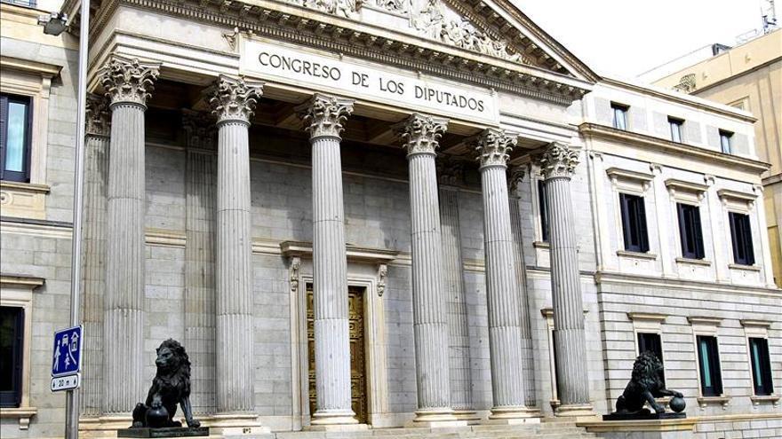 """El Congreso cobra los """"gin-tonics"""" a precio de calle"""