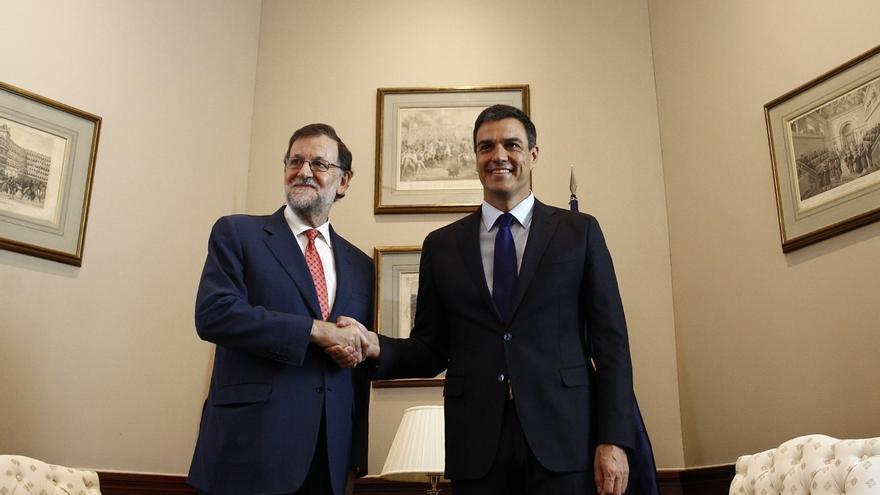 """Sánchez dice que sale """"más preocupado"""" de su reunión con Rajoy porque no le ha aclarado si irá a la investidura"""