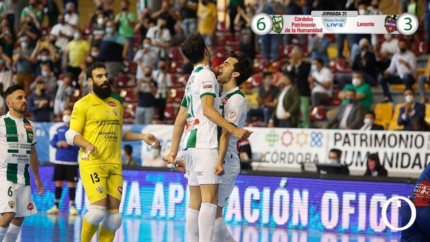 Zequi y Pablo del Moral celebran un gol
