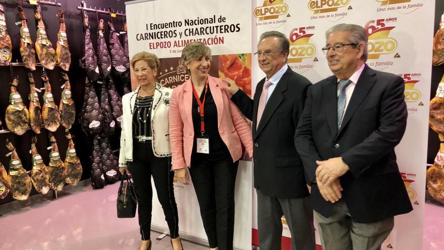 de izquierda a derecha, Juana Fuertes, consejera delegada de ElPozo Alimentación, María Sánchez, secretaria general de la Confederación Española de Detallista de la Carne (CEDECARNE), Tomás Fuertes, presidente de ElPozo, José Fuertes, consejero delegado de ElPozo.