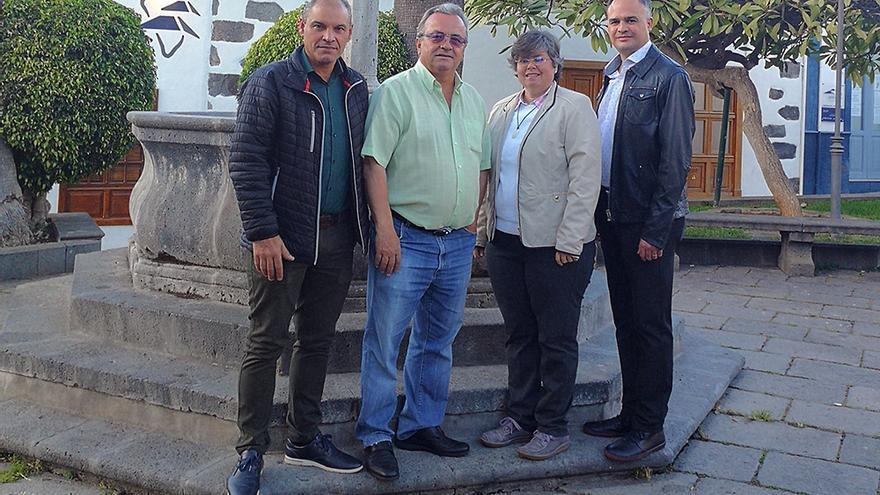 Miguel Ángel Pulido (segundo por la izquierda) con David Morera Zerpa, Emilia González Brito y Juan José Martín Castro.