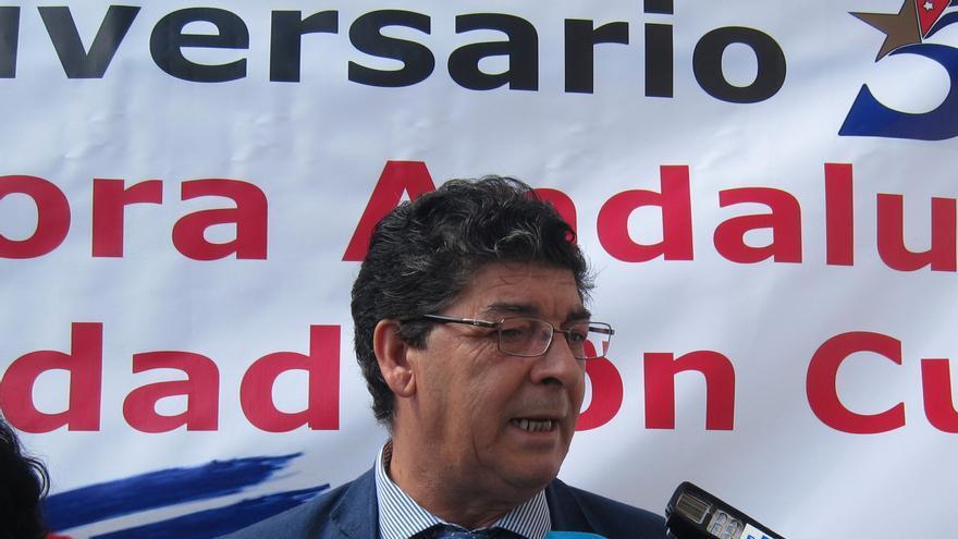 """Valderas rechaza la Lomce y critica a Wert y Rajoy por """"poner la educación de rodillas ante los poderes religiosos"""""""