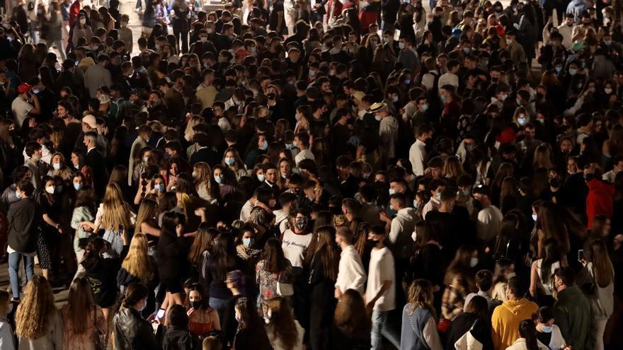 - Imagen de la Plaza Mayor de Salamanca tras el fin del estado de alarma. EFE/J.M.GARCIA.