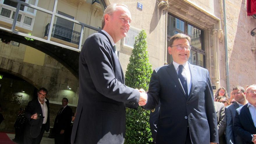 """Fabra entrega a Puig un Palau de la Generalitat con ventanas y puertas abiertas en un traspaso """"ejemplar"""""""
