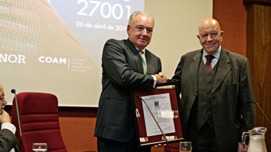 José Mayor Oreja, a la izquierda. FOTO: FCC
