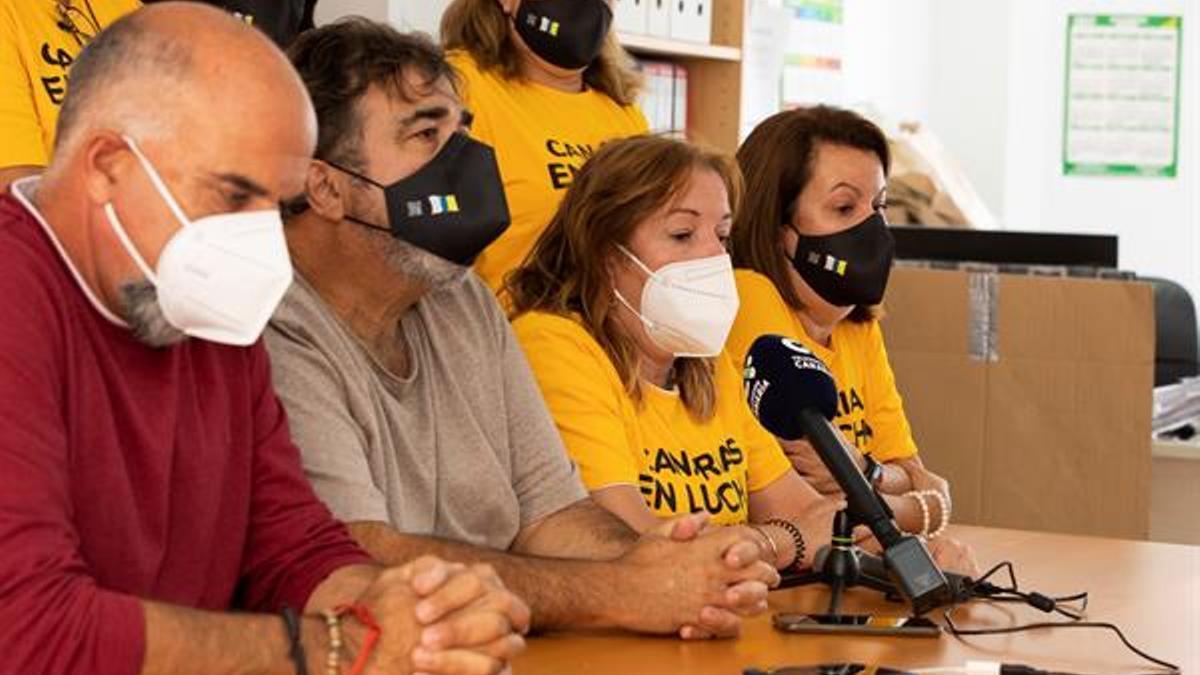 Imagen de la rueda de prensa de los trabajadores temporales del Gobierno de Canarias. (EFE/Quique Curbelo)
