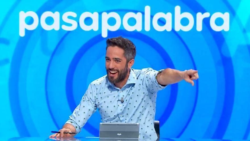 Roberto Leal en 'Pasapalabra' premiando a Arkano