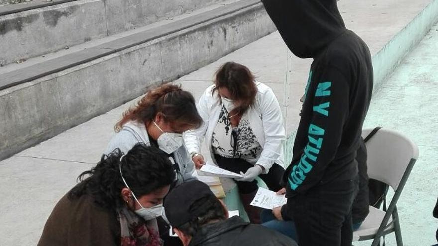 Un grupo toma muestras de ADN ciudadano a una familia en Monterrey. Foto: Imagen cedida.