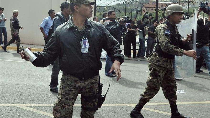 La Policía de Honduras disuelve una manifestación del partido de Zelaya en el Parlamento