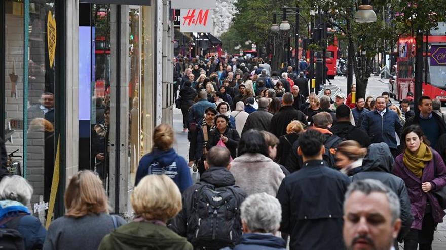 Cae la inmigración de comunitarios al Reino Unido por debajo de los 100.000