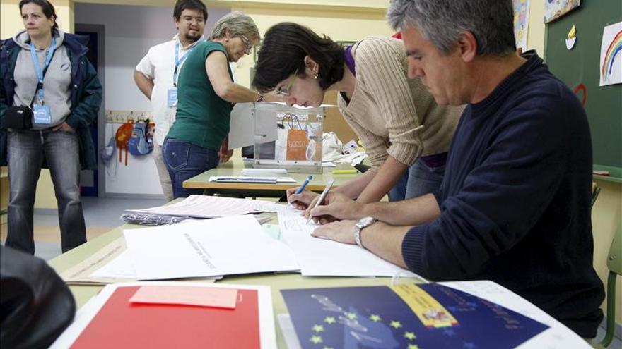 Arranca la campaña electoral, que PP y PSOE quieren convertir en un duelo