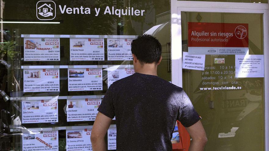 Un ciudadano tarda de media 7,6 años de sueldo íntegro para pagar la compra de una vivienda. (EFE).