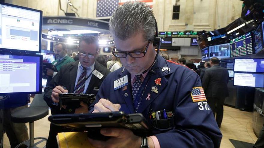 Wall Street abre al alza y el Dow Jones toca niveles récords