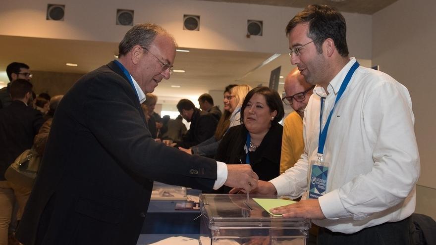 Monago resulta reelegido presidente del PP de Extremadura con el 99,19% de los votos