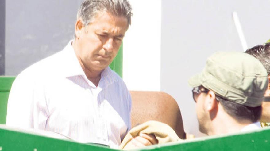 José Francisco Reyes, ex alcalde de Yaiza, cuando fue detenido por la UDEF en 2009 / Foto: De la Cruz.