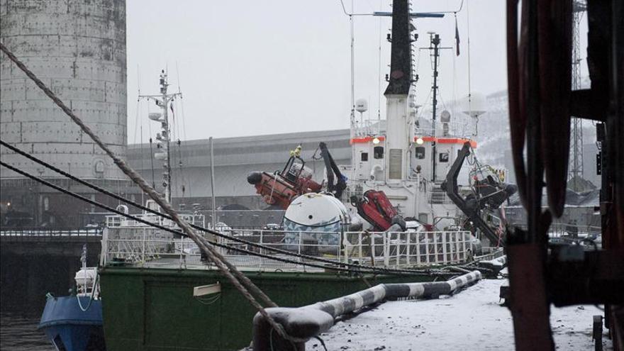 """Greenpeace publica el primer vídeo del asalto del """"Arctic Sunrise"""" por patrullas rusas"""