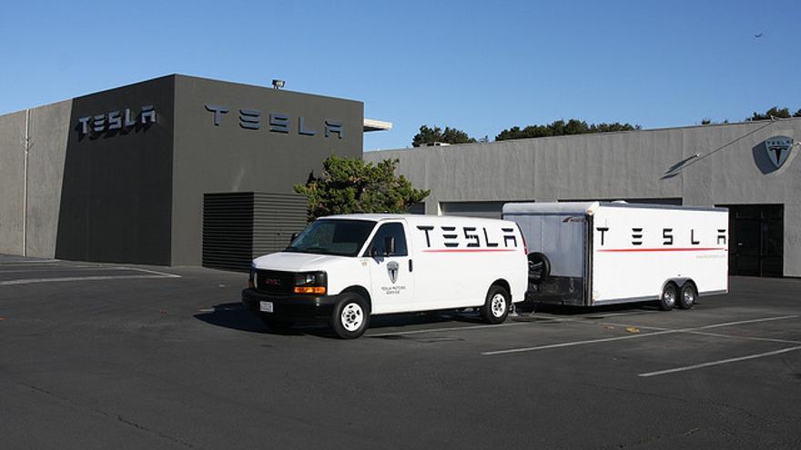 Los cuatro estados que han impedido que Tesla Motors venda los coches sin intermediarios se han llevado el premio del ITIF