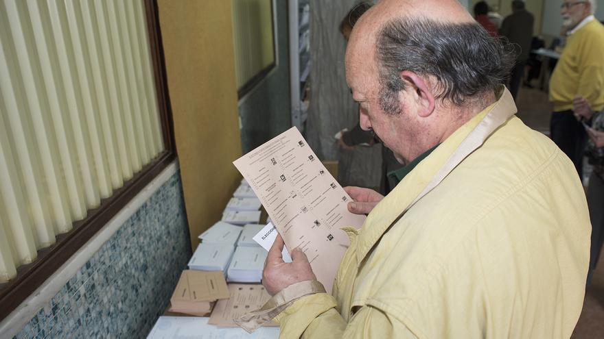 Los cántabros eligen con su voto a cinco diputados y cuatro senadores. |JAVO DÍAZ VILLÁN