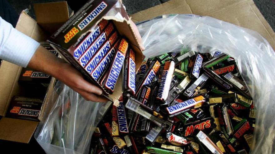 Mars retira en España 83 lotes de chocolatinas que podrían contener plástico
