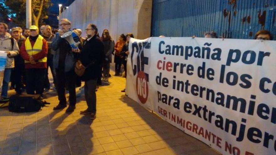 Una acción protagonizada por CIES No frente al centro de internamiento de Zapadores, en Valencia